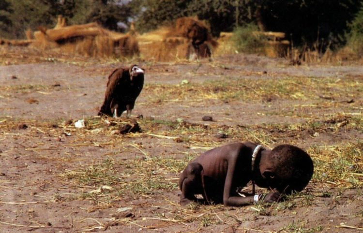 Kevin Carter's controversial photo – Starving Child and Vulture | 1993