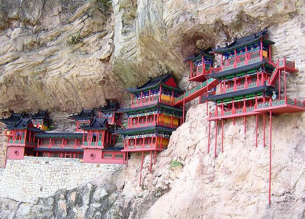 World's most dangerous tourist places: china hanging temple